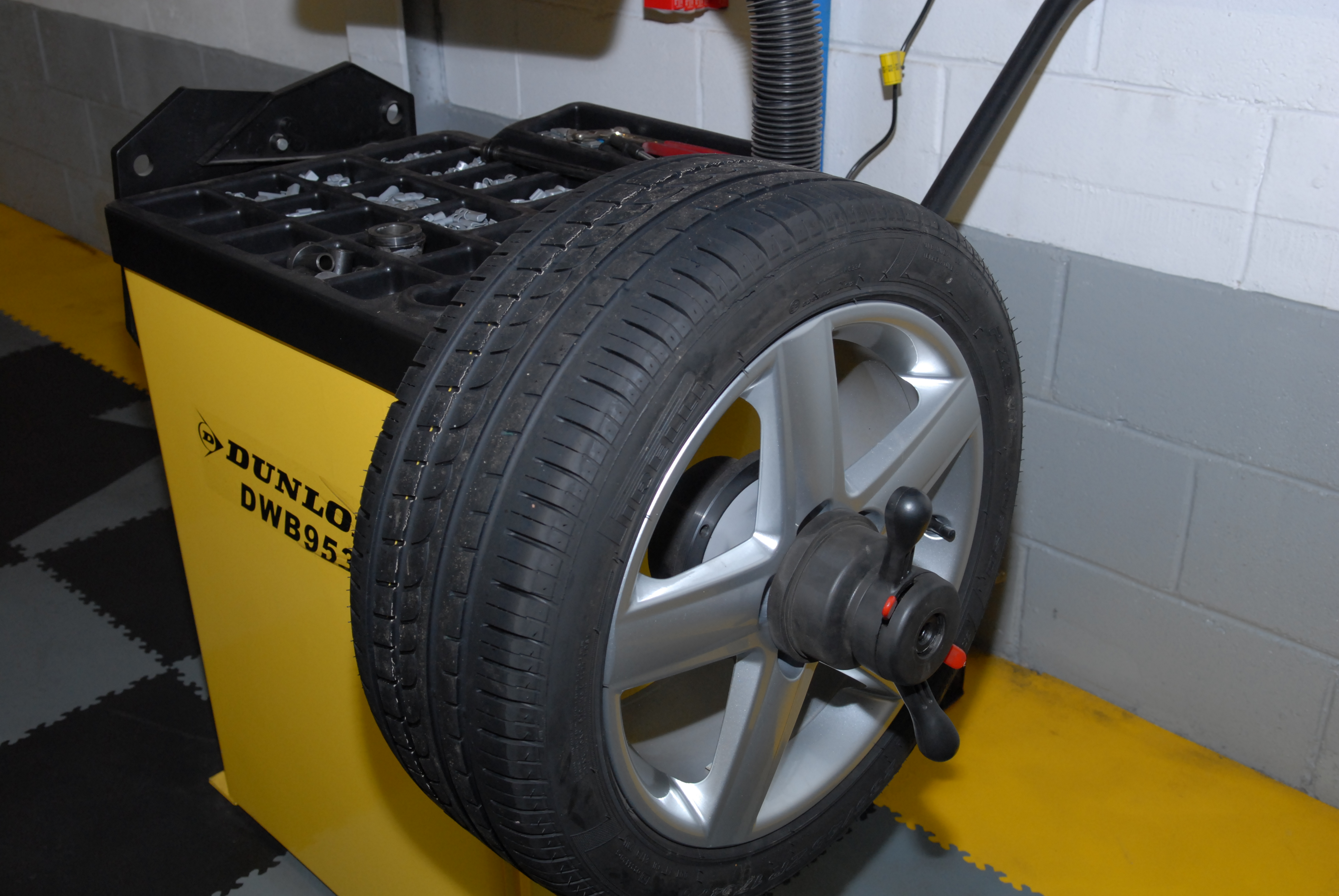 tyre fitting 01 1